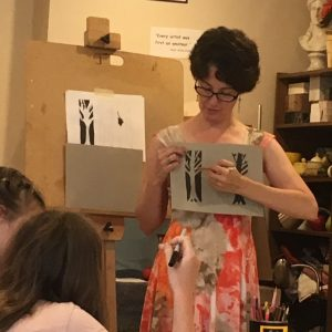 Tami Sciola teaches summer art camp