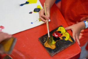 Natural vs. Synthetic Paintbrushes